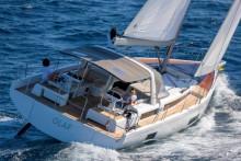 Mar Abierto - El rápido casco del First 53 y la comodidad propia de los Oceanis