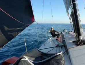 Mar Abierto - La doble pala de timón mantiene la caña noble y precisa en todos l