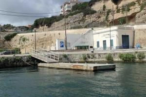 Mar Abierto La palanca permite el embarque de personas y mercancías desde barcos