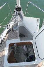Mar Abierto - Buena distribución de los espacios en proa, con el molinete sobre