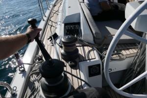 Mar Abierto - Los winches y los mordedores quedan cerca del timonel, pero con un
