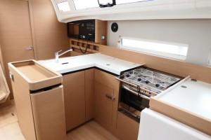 Mar Abierto - La cocina del SO 410 es ejemplar en su eslora, tanto en tamaño, co