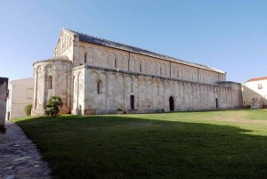 Mar Abierto - La gran basílica románica es de las pocas en el mundo con doble áb