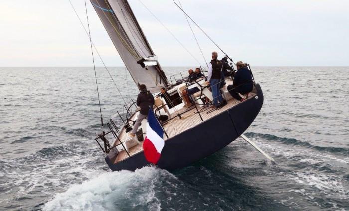 Mar Abierto - La imponente manga de 5m. contribuye a la deportiva estética del F
